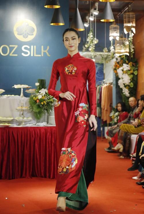 Nghệ sĩ Chiều Xuân khoe nhan sắc rạng rỡ trong tà áo dài ảnh 5
