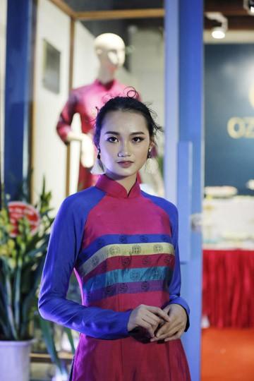 Nghệ sĩ Chiều Xuân khoe nhan sắc rạng rỡ trong tà áo dài ảnh 10