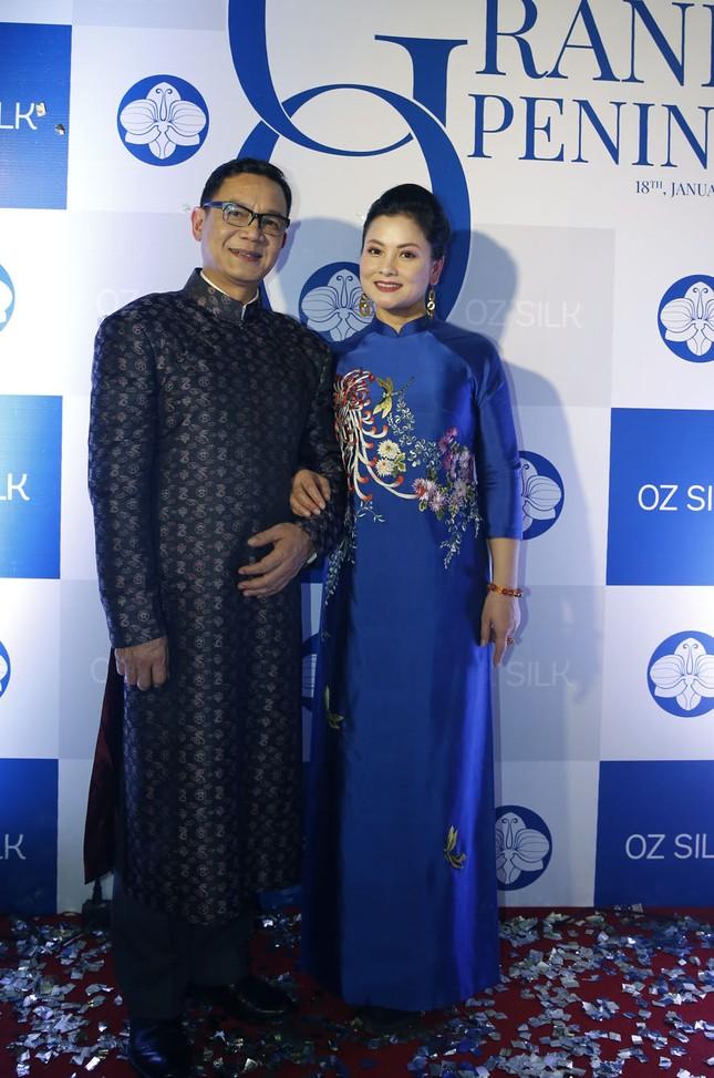 Nghệ sĩ Chiều Xuân khoe nhan sắc rạng rỡ trong tà áo dài ảnh 3