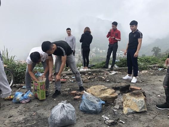 Nhức nhối 'phượt trẻ' vô tư xả rác trên đỉnh Tam Đảo ảnh 3