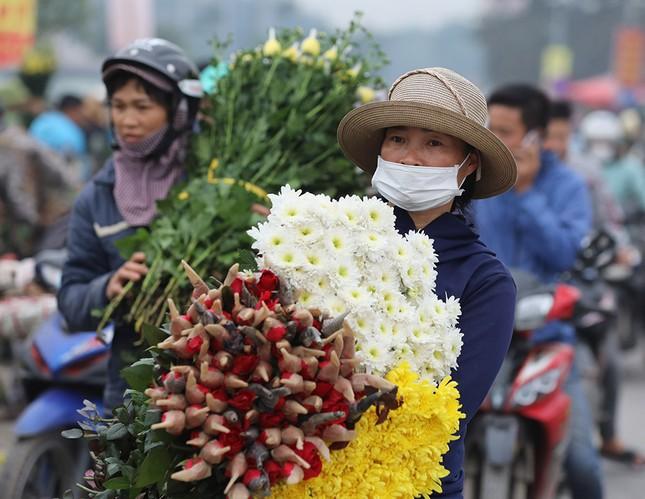 Thủ phủ hoa lớn nhất miền Bắc đông nghịt dân buôn ngày cận Tết ảnh 10