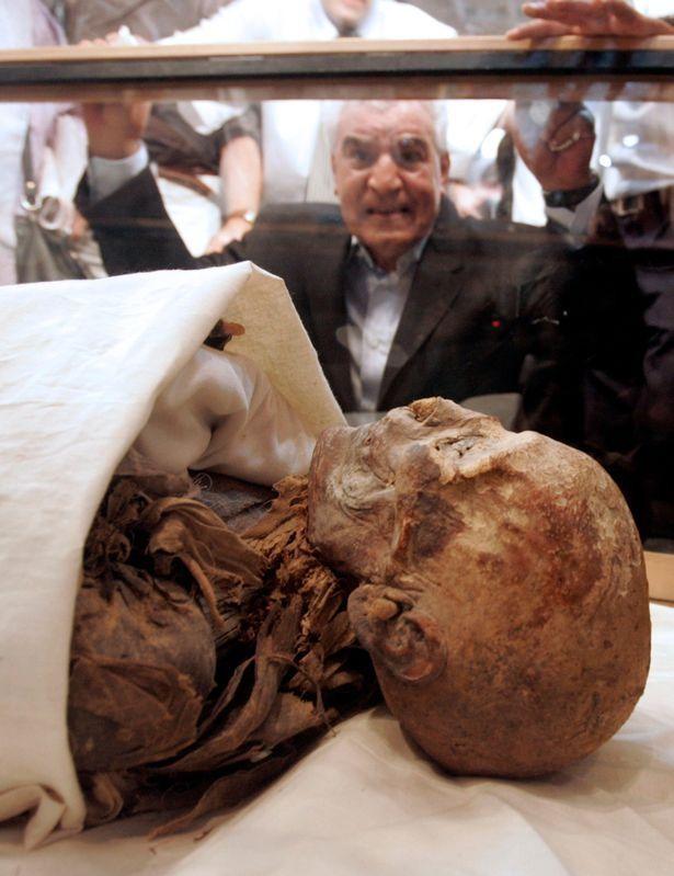 Trưng bày xác ướp 3.000 năm, thổi bùng lo sợ giải phóng lời nguyền của các Pharaoh ảnh 1