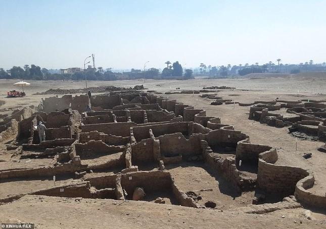 Giải mã bí ẩn 'thành phố vàng' 3.500 năm tuổi vừa được tìm thấy ở Ai Cập ảnh 1