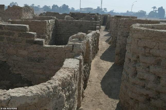 Giải mã bí ẩn 'thành phố vàng' 3.500 năm tuổi vừa được tìm thấy ở Ai Cập ảnh 2