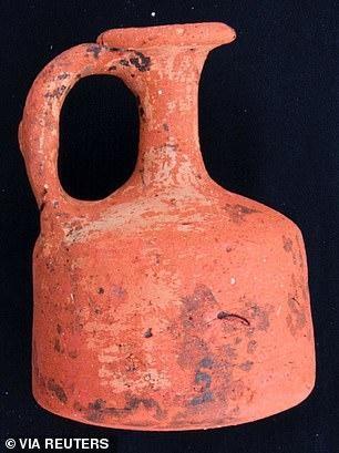 Khám phá bất ngờ bên trong 110 ngôi mộ cổ mới được phát hiện ở Ai Cập ảnh 2