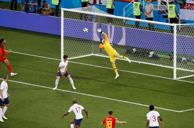 Tuyển thủ Bỉ suýt 'vỡ mặt' vì ăn mừng bàn thắng ảnh 3
