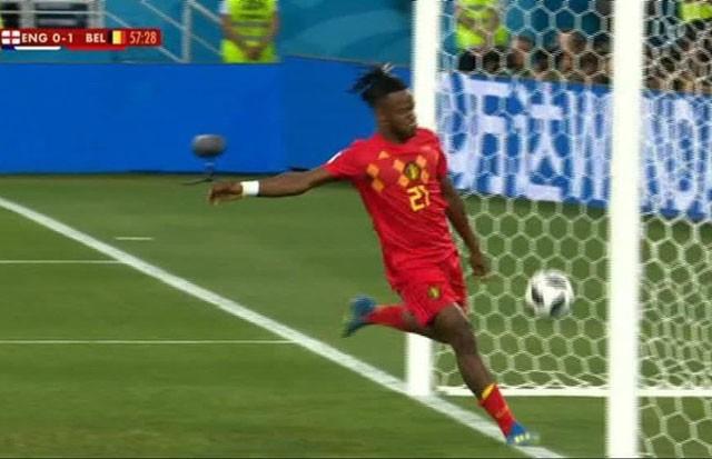 Tuyển thủ Bỉ suýt 'vỡ mặt' vì ăn mừng bàn thắng ảnh 4