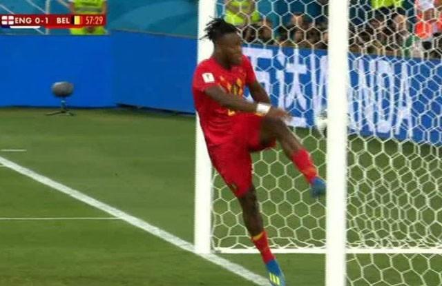 Tuyển thủ Bỉ suýt 'vỡ mặt' vì ăn mừng bàn thắng ảnh 5