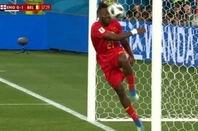 Tuyển thủ Bỉ suýt 'vỡ mặt' vì ăn mừng bàn thắng ảnh 6