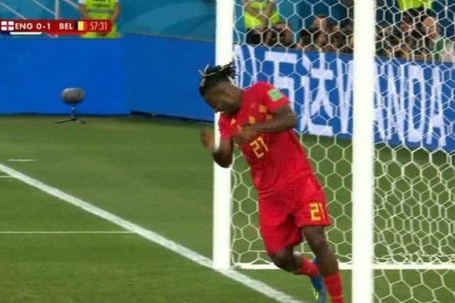 Tuyển thủ Bỉ suýt 'vỡ mặt' vì ăn mừng bàn thắng ảnh 7