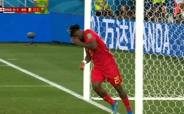 Tuyển thủ Bỉ suýt 'vỡ mặt' vì ăn mừng bàn thắng ảnh 8