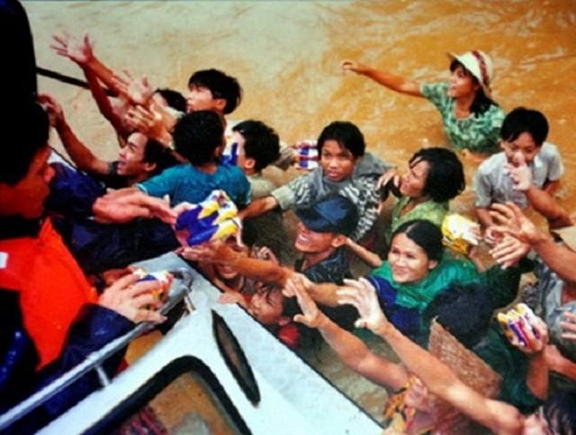 Những trận lũ lụt lớn nhất Việt Nam trong 20 năm qua ảnh 1