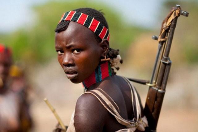 Khám phá bộ tộc có phụ nữ sẵn sàng bị đánh đến đổ máu để chứng minh tình yêu ảnh 6