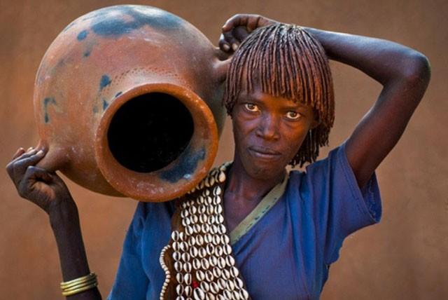 Khám phá bộ tộc có phụ nữ sẵn sàng bị đánh đến đổ máu để chứng minh tình yêu ảnh 7