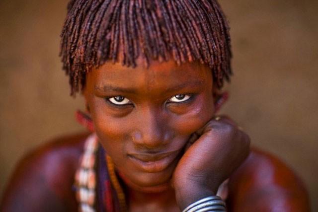 Khám phá bộ tộc có phụ nữ sẵn sàng bị đánh đến đổ máu để chứng minh tình yêu ảnh 8