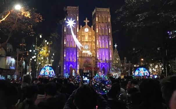 Phố đi bộ Hà Nội nêm kín người đêm Giáng sinh ảnh 4