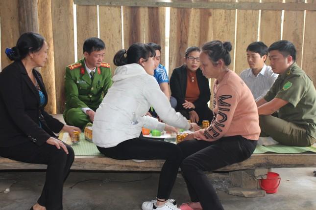 Giải cứu cô gái sau hơn 1 năm bị bán sang Trung Quốc ảnh 2