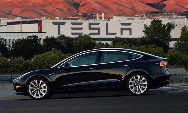 Tesla tạm ngừng sản xuất Model 3 để giải quyết bế tắc ảnh 1