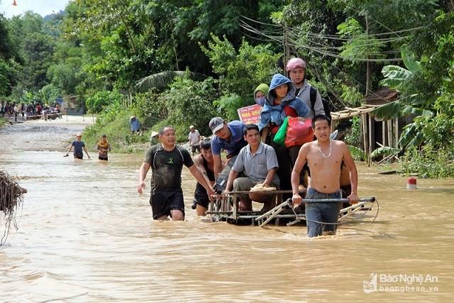 12 người chết và mất tích, còn nhiều thôn bản bị cô lập do bão số 4 ảnh 1
