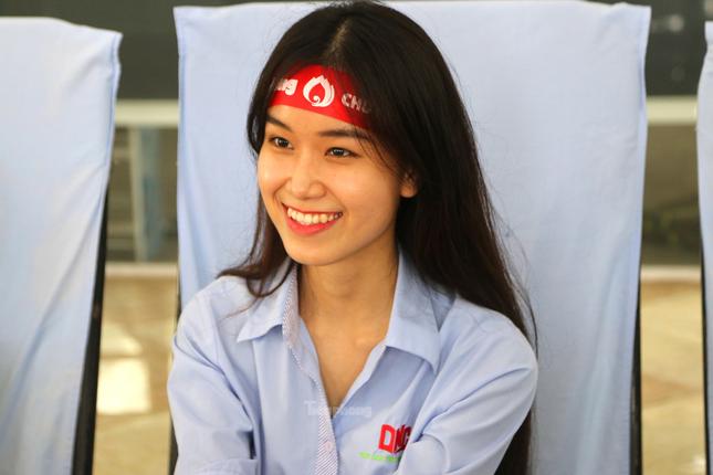 Nụ cười 'tỏa nắng' của các bạn trẻ tham gia hiến máu Chủ nhật Đỏ ảnh 2