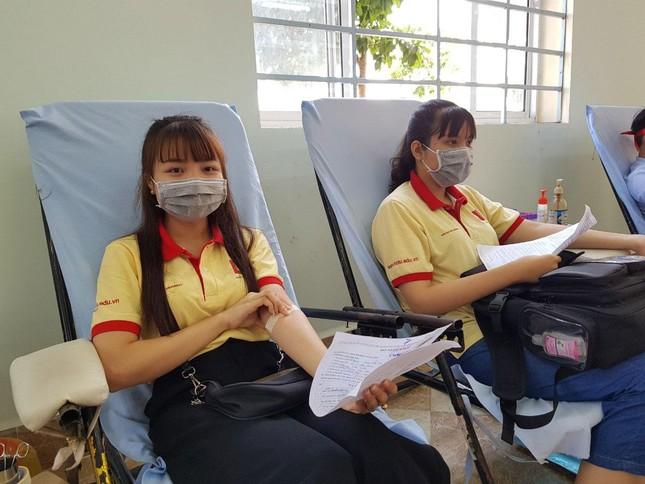 Nụ cười 'tỏa nắng' của các bạn trẻ tham gia hiến máu Chủ nhật Đỏ ảnh 4