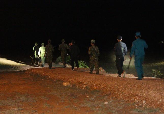 Trắng đêm phòng 'giặc COVID-19' ở biên giới Tây Nam ảnh 4