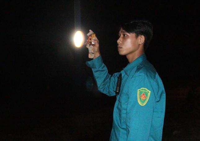 Trắng đêm phòng 'giặc COVID-19' ở biên giới Tây Nam ảnh 7