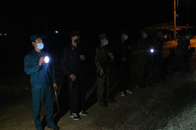 Trắng đêm phòng 'giặc COVID-19' ở biên giới Tây Nam ảnh 8