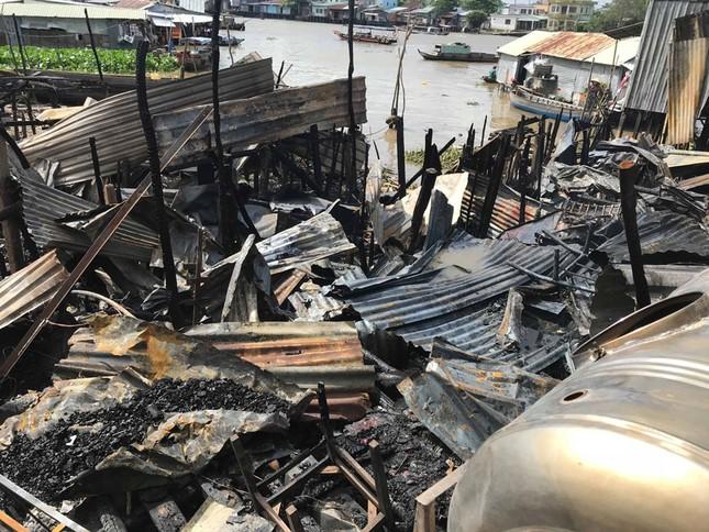 Hỗ trợ 17 triệu đồng cho 7 căn nhà bị cháy cạnh chợ nổi Cái Răng ảnh 2