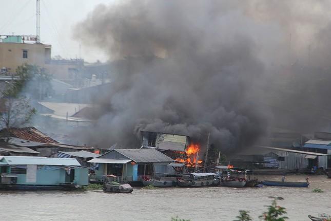 Hỗ trợ 17 triệu đồng cho 7 căn nhà bị cháy cạnh chợ nổi Cái Răng ảnh 4
