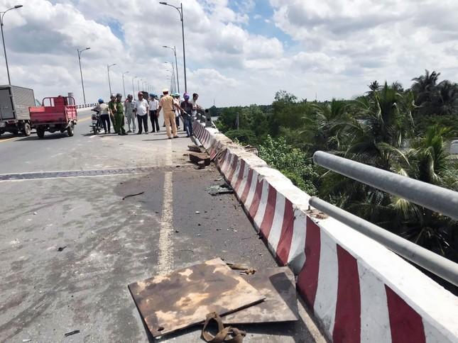 Vụ 2 xe ô tô rơi ở cầu Hàm Luông: Thêm 2 người tử vong ảnh 3