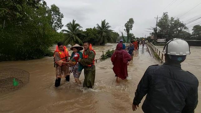 Mưa lớn kéo dài, Phú Quốc như trong cơn 'đại hồng thủy' ảnh 6