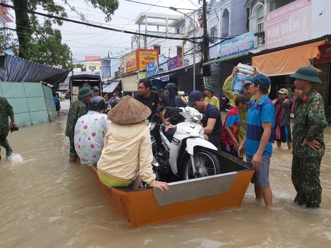 Mưa lớn kéo dài, Phú Quốc như trong cơn 'đại hồng thủy' ảnh 2
