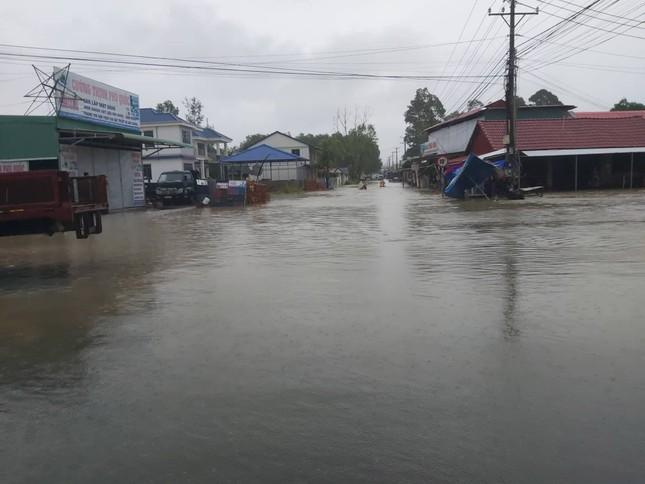 Mưa lớn kéo dài, Phú Quốc như trong cơn 'đại hồng thủy' ảnh 3