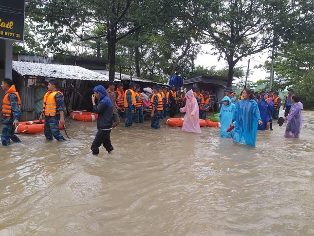 Mưa lớn kéo dài, Phú Quốc như trong cơn 'đại hồng thủy' ảnh 5