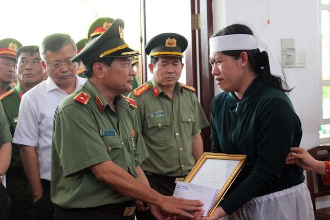Đại úy công an hy sinh lúc làm nhiệm vụ được thăng cấp bậc hàm ảnh 2