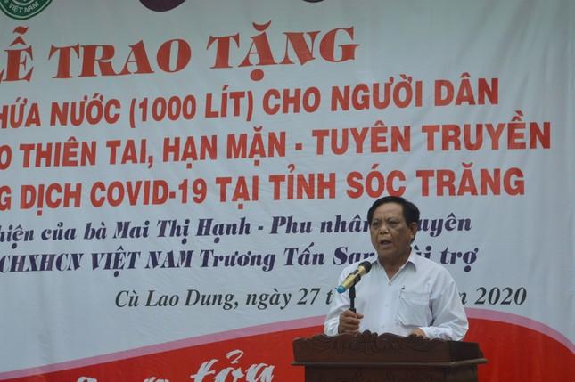 Tặng hàng trăm bồn chứa nước cho người dân huyện Cù Lao Dung ảnh 2