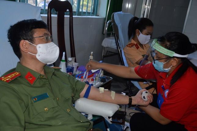 Công an Sóc Trăng phát động hiến máu tình nguyện ảnh 1