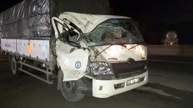Tiền Giang: Va chạm giữa 2 xe tải, 3 người thoát chết trong cabin bẹp dúm ảnh 1