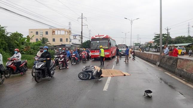 Quốc lộ 1 tắc gần 2km sau vụ tai nạn chết người ảnh 1