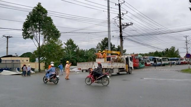 Giông lốc kinh hoàng quật sập nhà xưởng ở Tiền Giang ảnh 4
