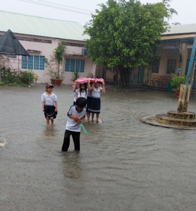 Kiên Giang: Học sinh hơn 70 trường phải nghỉ học vì ngập nước ảnh 1
