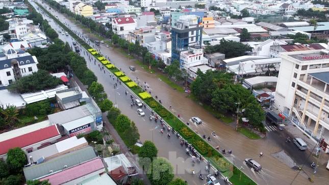Đường phố Cần Thơ biến thành 'sông' ngày đầu tuần ảnh 15