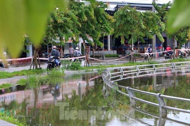Đường phố Cần Thơ biến thành 'sông' ngày đầu tuần ảnh 1