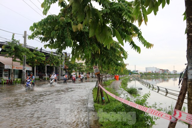 Đường phố Cần Thơ biến thành 'sông' ngày đầu tuần ảnh 2
