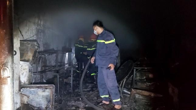 Sau tiếng nổ lớn, cửa hàng điện tử cháy dữ dội ảnh 3