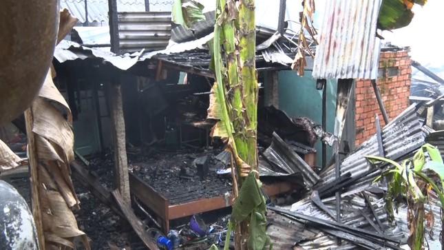 Hoả hoạn thiêu rụi 7 căn nhà ở An Giang, 800 triệu đồng hóa tro than ảnh 1