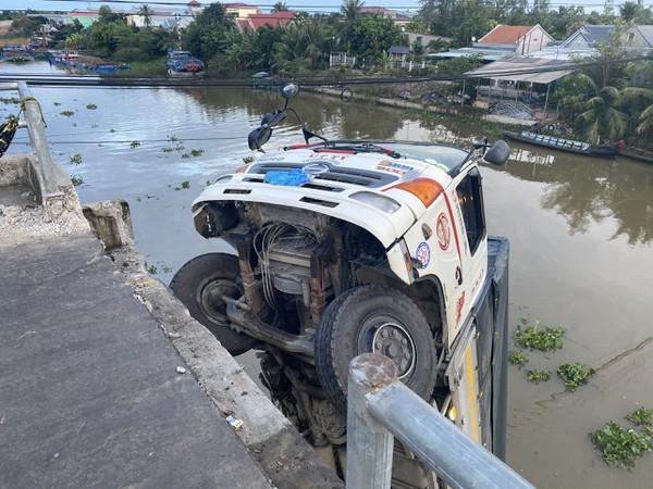 Khởi tố tài xế điều khiển xe tải gây sập cầu ở Tiền Giang ảnh 1