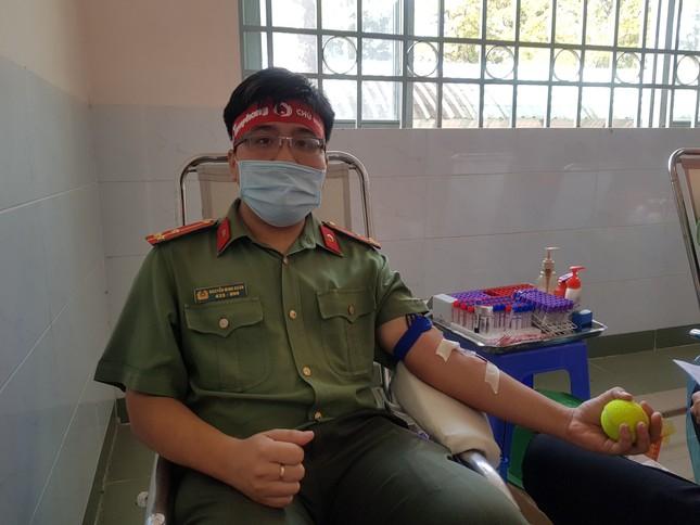 Thượng uý công an Đồng Tháp 9 lần tham gia hiến máu ảnh 4