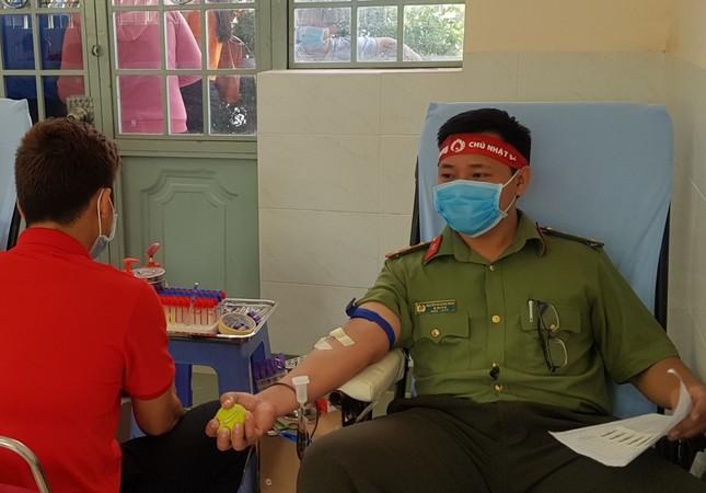 Thượng uý công an Đồng Tháp 9 lần tham gia hiến máu ảnh 7